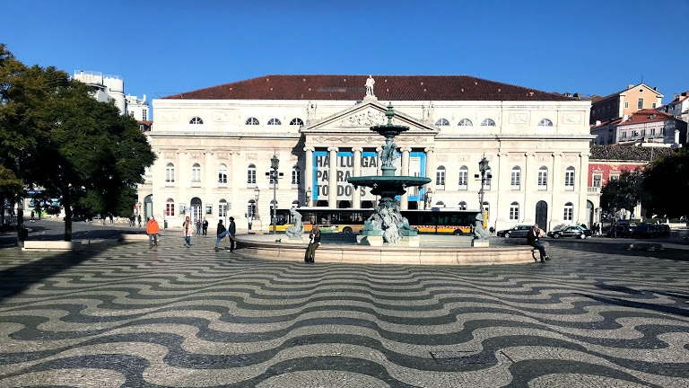Spokój. Plac do Rossio - Lizbona